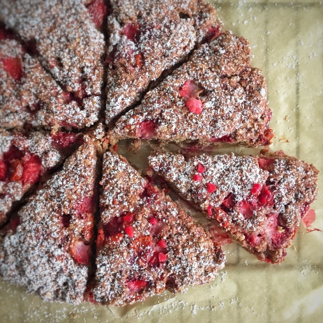 Scones aux fruits rouges