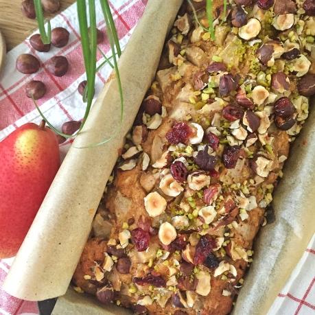 Cake noisettes, poires et cranberries